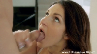 babe loves the blowjob experience