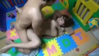Ngentot keenakan dikamar bayi