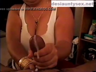 desi Hot busty bhabhi handjob
