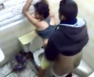 Ngintip teman ngentot di toilet