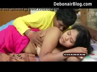 desi Sexy Mallu Girl Boobs Show with her Lover