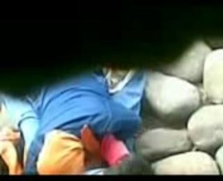 Video Bokep Ngintip Jilbab Ngentot di Sungai