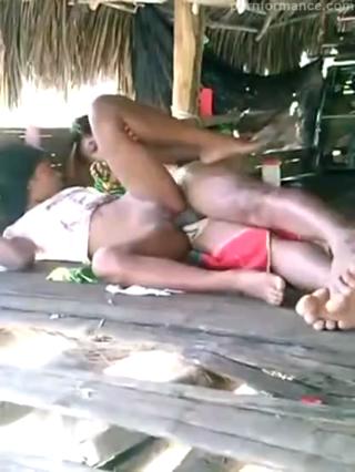 Video mesum bocah ngentot di gubuk