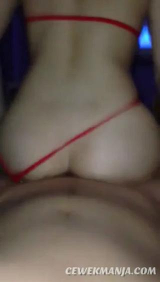 Download vidio bokep Kontol digoyang pantat semok sampai crot mp4 3gp gratis gak ribet
