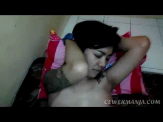 Download vidio bokep Cewek tomboy tattoan Isep Kontol deepthroat mp4 3gp gratis gak ribet